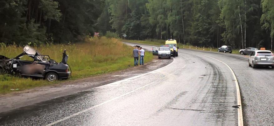 Смертельная авария: на трассе под Ижевском прицеп грузовика сбил два легковых автомобиля