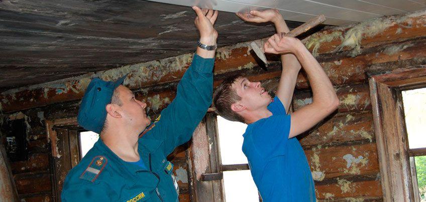 В Ижевске пожарные спасли из дыма 3-летнего мальчика и решили восстановить своими силами горевший дом