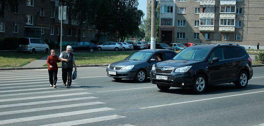 Отвечаем на вопросы ижевчан: когда правильно пропускать пешеходов на «зебре»?