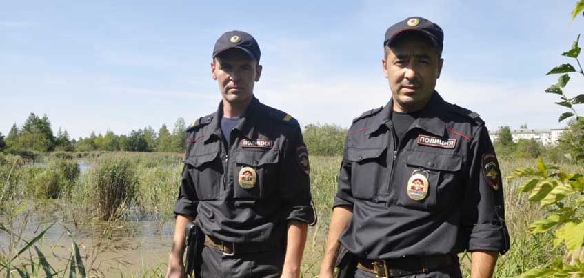 Ижевские полицейские спасли мужчину, который тонул в болоте