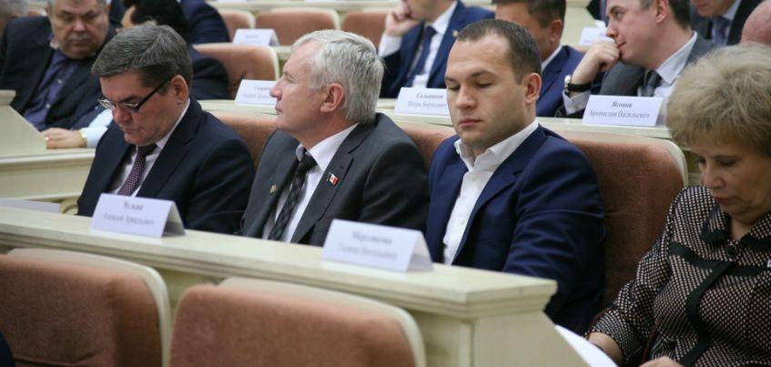 Доходы кандидатов в депутаты и отставка Ливанова накануне визита в Удмуртию