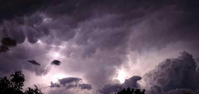 В ближайший час в Удмуртии ожидаются грозы с ливнями и сильным ветром