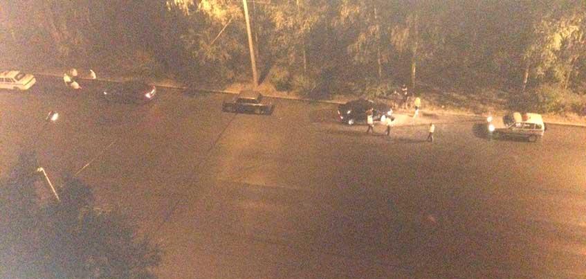 В Ижевске водитель получил перелом ноги, когда выталкивал машину с обочины