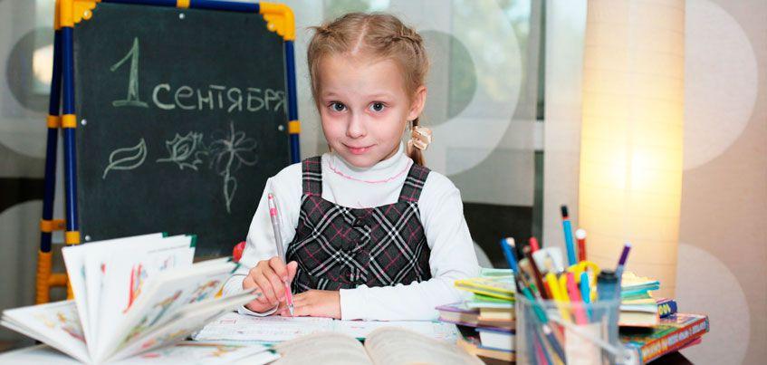 Снова в школу: почему стол школьника должен быть без ящиков, а стул изогнутым?