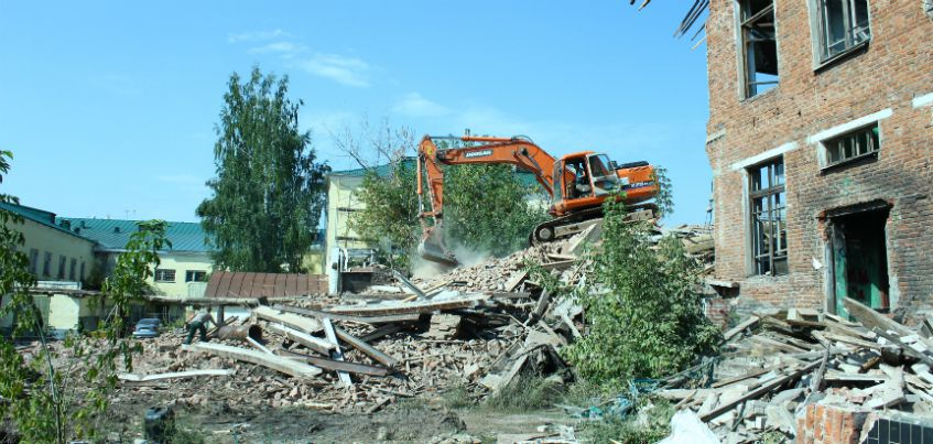 В Ижевске сносят здание рядом с бывшим театром Короленко