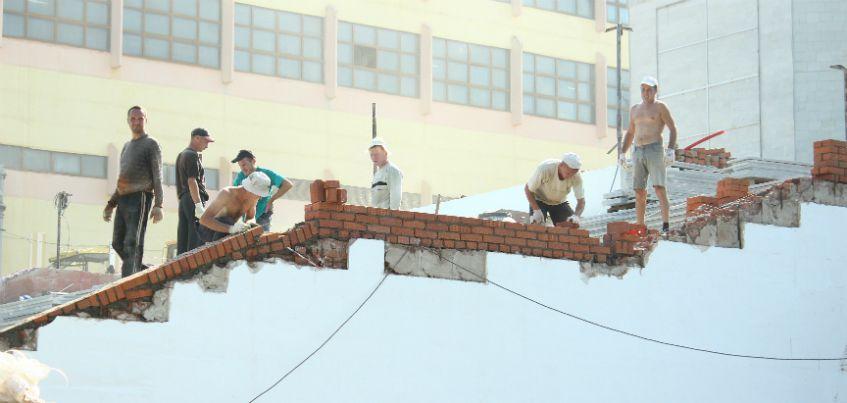 В Ижевске продолжается реконструкция входной группы и первого этажа ДК «Аксион»
