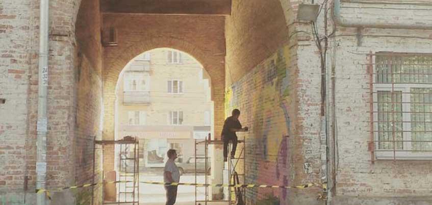 В Ижевске раскрасили арку в жилом доме на улице Ленина