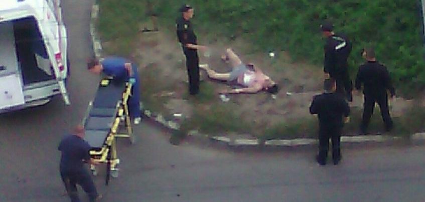 В Ижевске мужчина в одних трусах ранил полицейского
