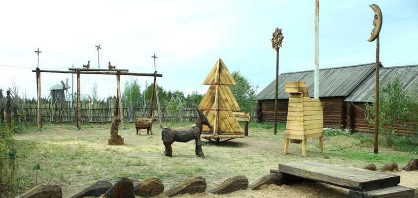 Карусель-елочка и деревянные животные: в «Лудорвае» открыли детскую площадку