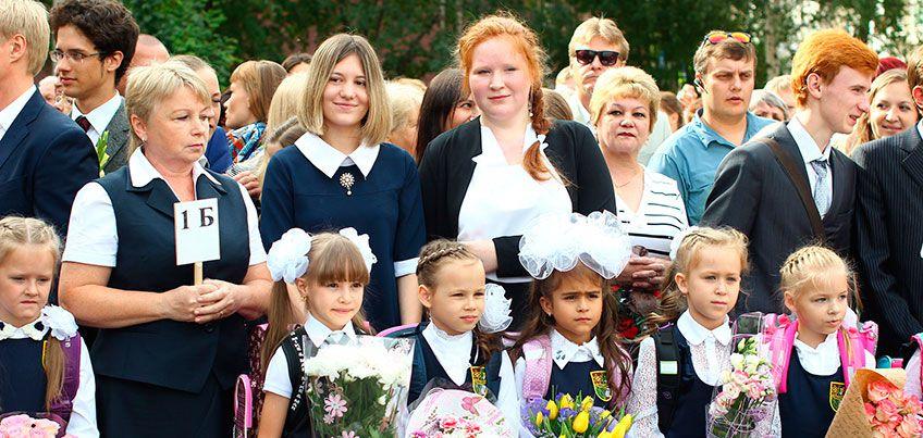 Ижевские школьники 1 сентября: «В школе просто улыбаться – не достаточно»
