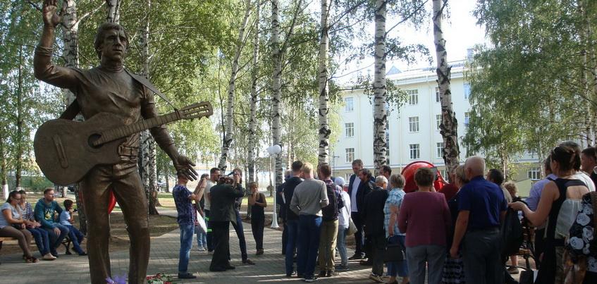 3 сентября в Воткинске в Удмуртии открыли памятник Владимиру Высоцкому
