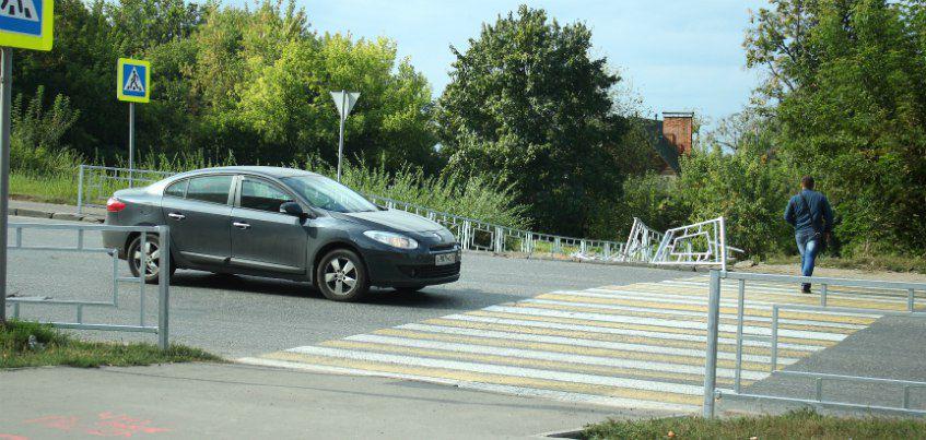 Почему пешеходам перегородили переход через переулок Широкий в Ижевске?