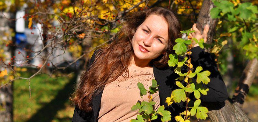 Теплое полотенце, расческа и репейное масло: как ухаживать за волосами осенью