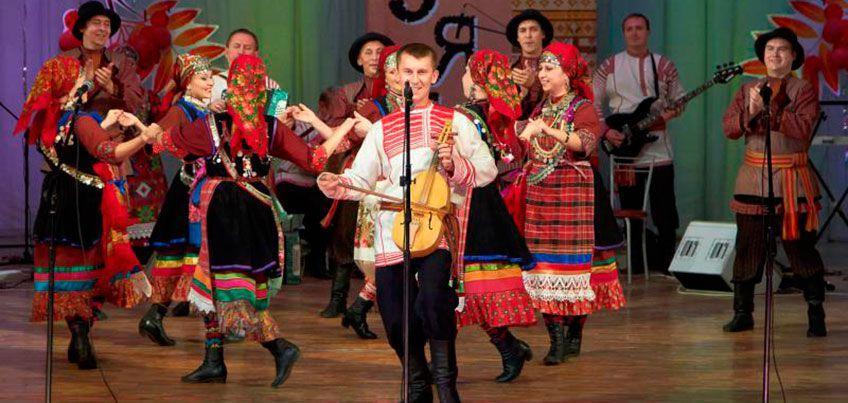 Рябиновый фестиваль «Палэзян»: мастер-класс по народным танцам, выставка картин и выступление крезистов
