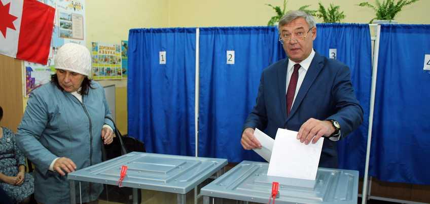 Глава Ижевска Юрий Тюрин проголосовал на выборах в Госдуму России
