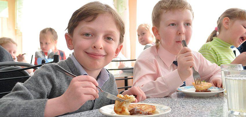 Чем должны кормить ижевских школьников в столовой?