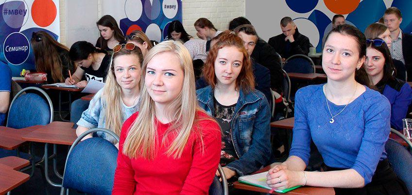 10-классники Удмуртии могут стать студентами колледжей еще два месяца