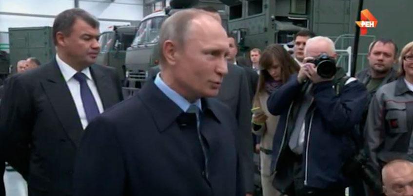 Находясь в Ижевске на концерне «Калашников», Путин пошутил над слишком серьезным начальником отдела