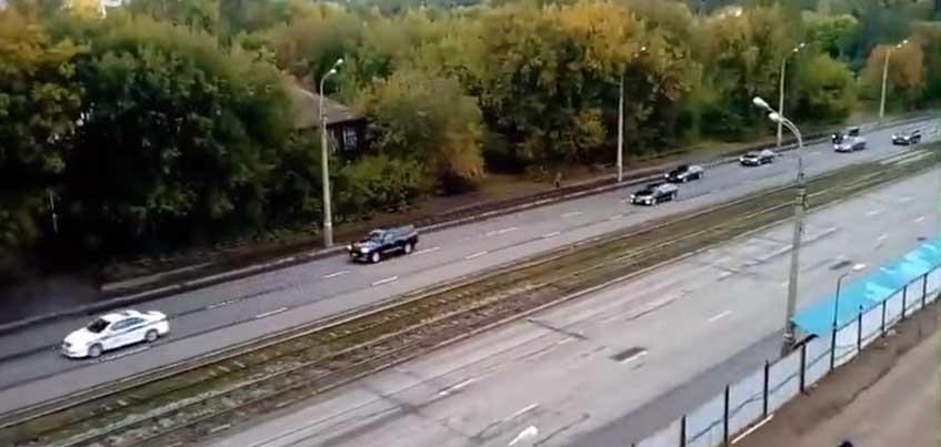 Видео с «Газелью», которую подгоняют полицейские в Ижевске, набрало почти миллион просмотров