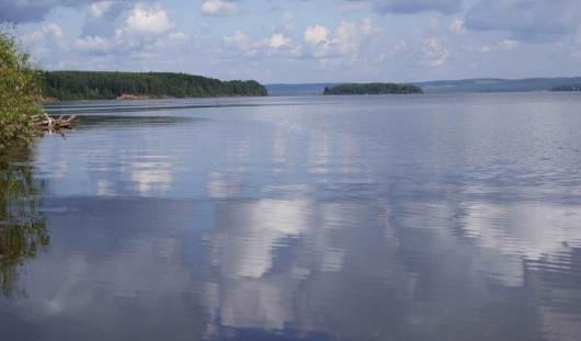 На реке Каме появилось 100-метровое нефтяное пятно