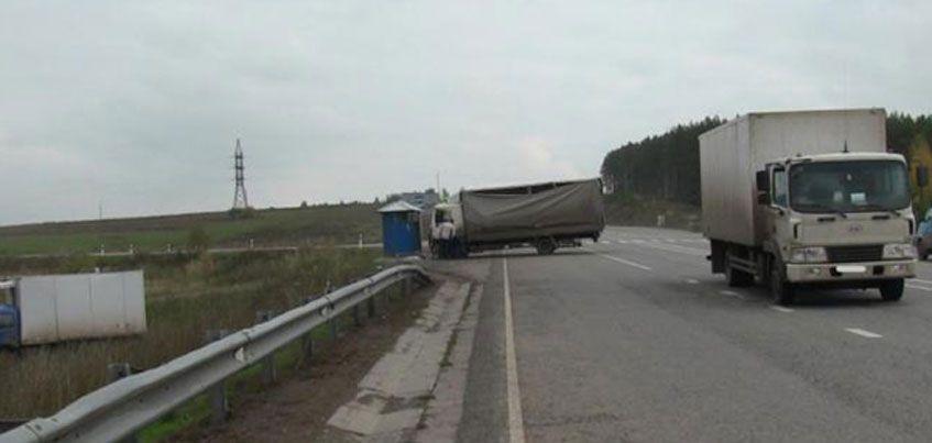 На трассе «Ижевск – Воткинск» столкнулись три грузовика