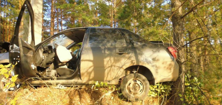 В Удмуртии нетрезвый 34-летний водитель врезался в опору линии электропередачи