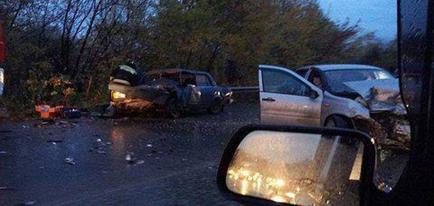 В Ижевске столкнулись лоб в лоб два автомобиля