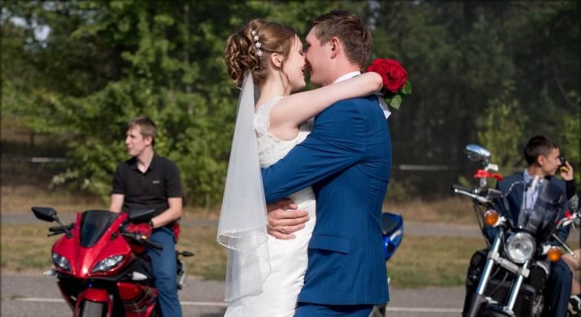 Ижевские молодожены: Устроили мото-свадьбу