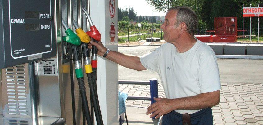 Эксперты считают, что в России акцизы на топливо не будут привязывать к цене на нефть