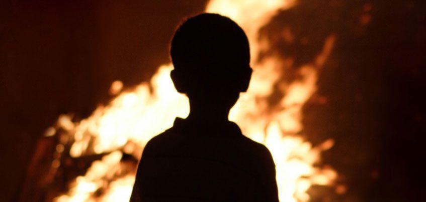 Детям из Кизнера, у которых при пожаре погибли родители, нужна помощь