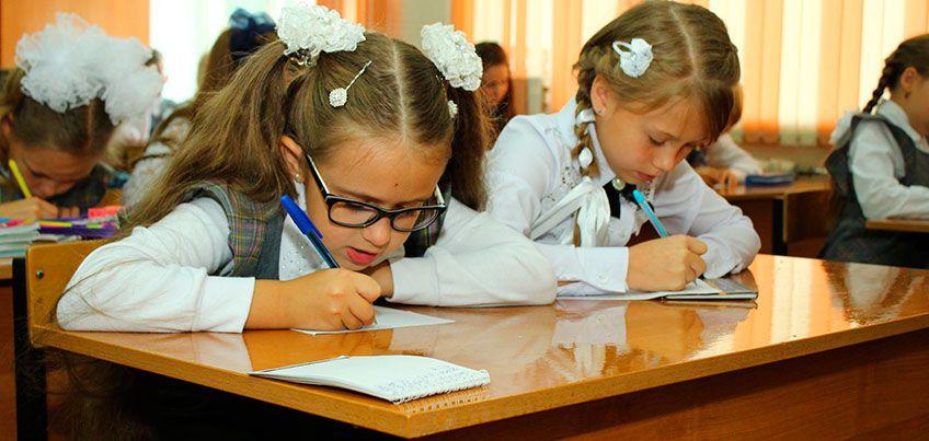 Как приучить ребенка к школьному режиму, и почему нельзя платить за оценки?