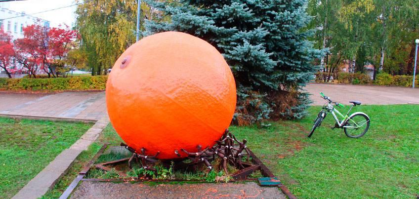 Мы делили апельсин: Как вы относитесь к перекраске арт-объекта на Центральной площади?