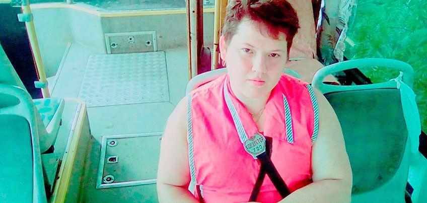 Обычный герой: кондуктор ижевского автобуса помогла пассажиру с раной на голове