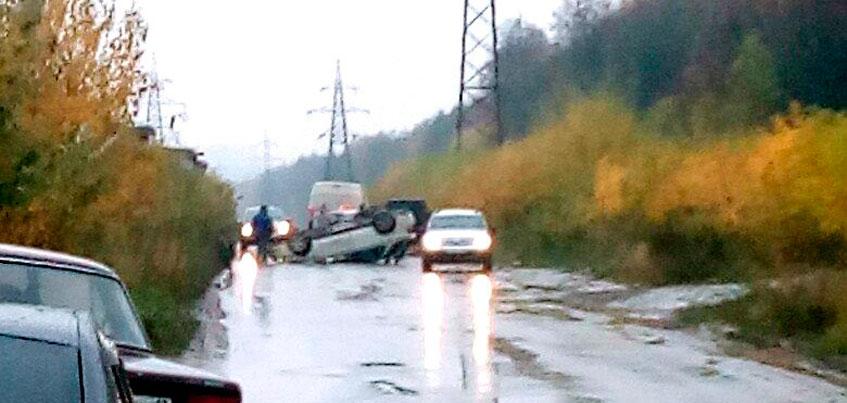 В Ижевске на улице Кунгурцева перевернулся автомобиль