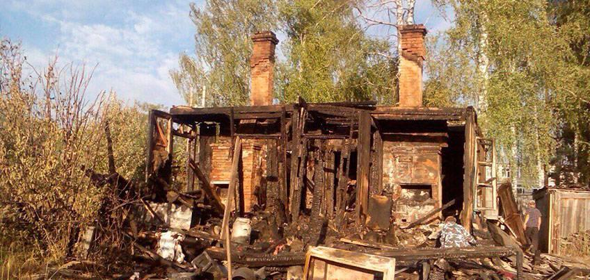Поджигатель в Кизнерском районе Удмуртии: жители рассказывают о мужчине, который после пожаров бежит в лес и свистит