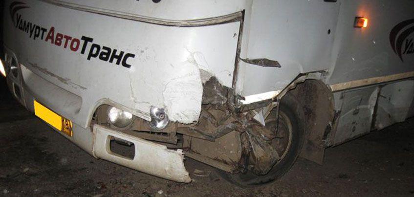 Пьяный водитель «ВАЗа» врезался в автобус в Можге