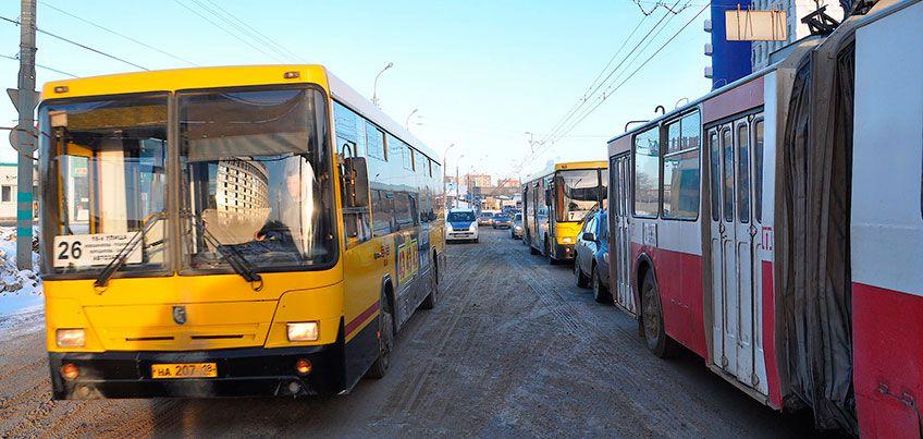 В Ижевске автомобилисты смогут ездить по «выделенке» на ул. Новоажимова днем