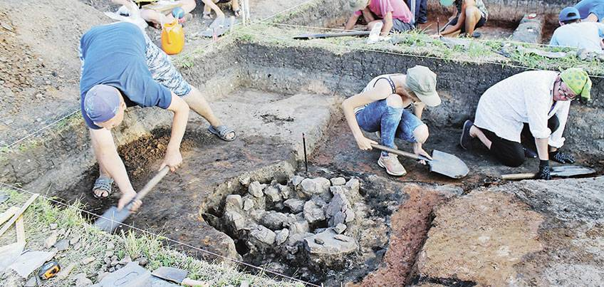Для чего археологам беспилотники, и почему исследуют древнюю пыльцу: как сегодня ведутся раскопки в Удмуртии