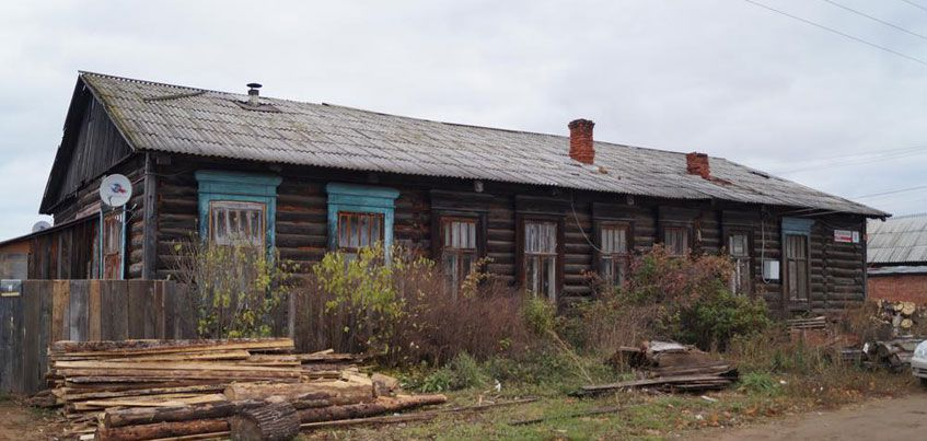 В поселке Игерман обрушилась крыша дома