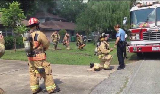 Пожарный из Америки сделал предложение возлюбленной на пожаре