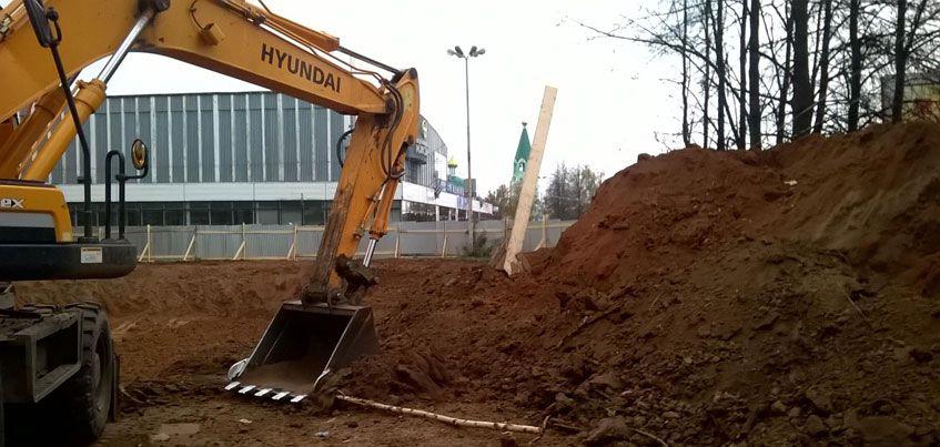 Стройку кафе около Ледового дворца в Ижевске приостановили