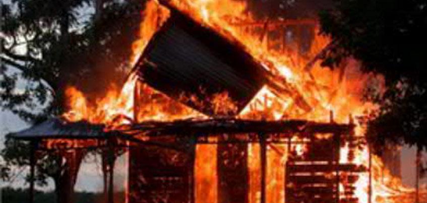 Житель Дебесского района Удмуртии убил знакомого, а затем  поджег его дом