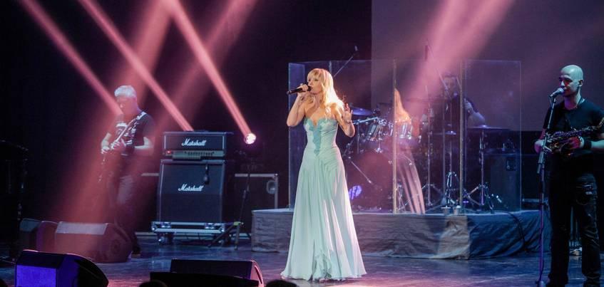 Концерт Валерии в Ижевске: фанаты певицы подарили ей свои «сердца»