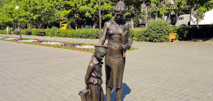 В Ижевске может появиться памятник Первой учительнице
