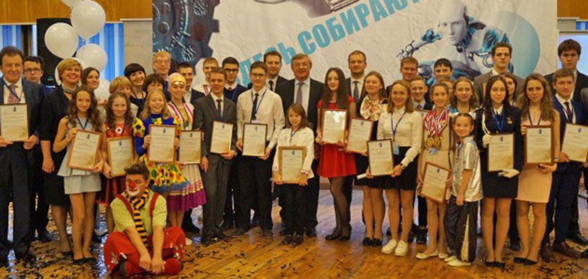 Глава Ижевска вручил награды талантливым школьникам города