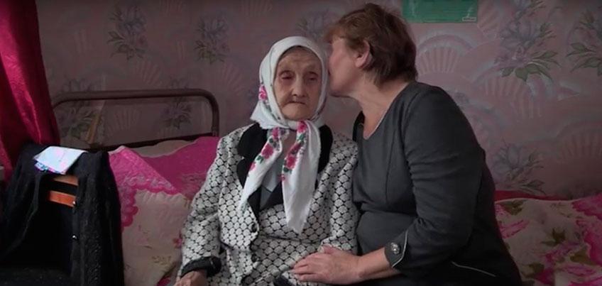 В Удмуртии соцработник приютила одинокую 90-летнюю бабушку