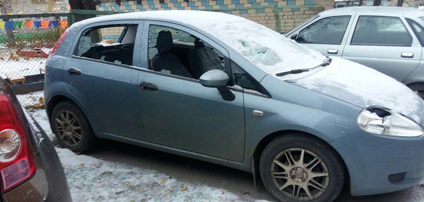 В Ижевске неизвестные разбили стекла автомобиля