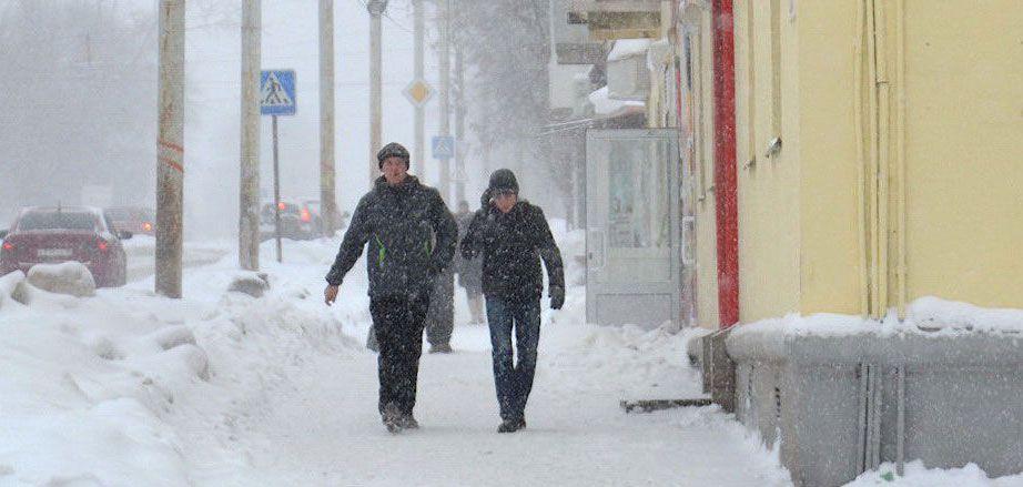 МЧС Удмуртии предупреждает о возможном сходе снега с крыш