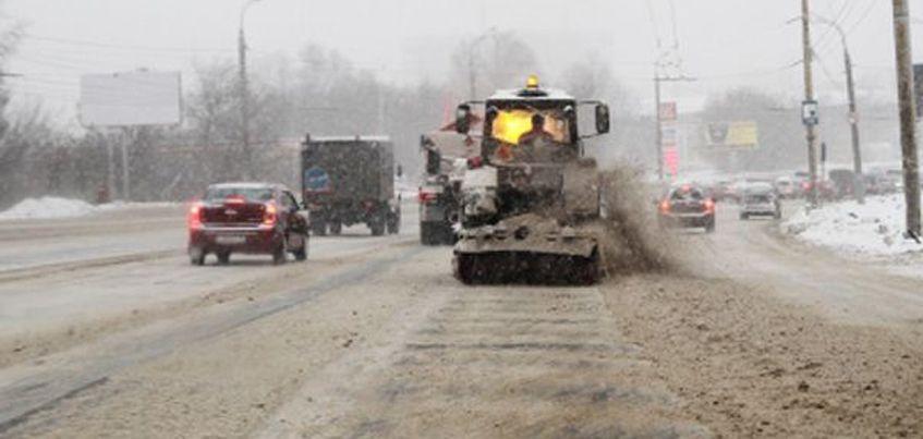 В Ижевске на уборку снега утром вышло около 88 единиц техники