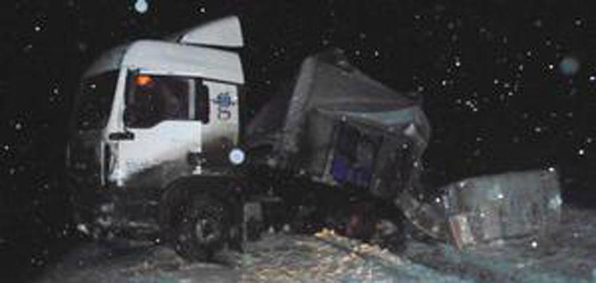 В Удмуртии на трассе столкнулись легковушка и грузовик